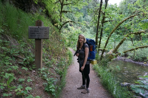 Starting out on the Eagle Creek Trail